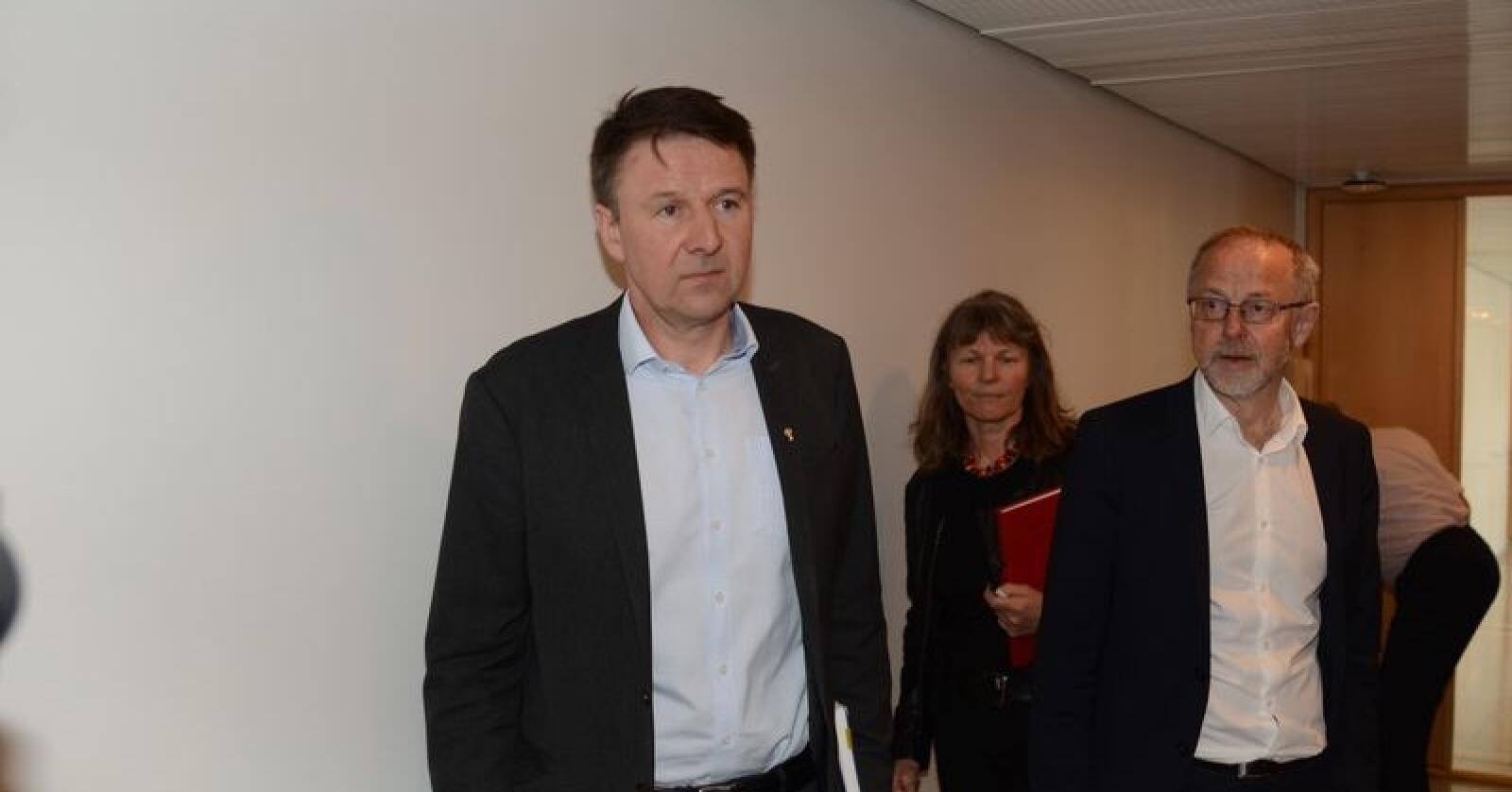 Enige: Lars Petter Bartnes (Bondelaget), Kjersti Hoff (Småbrukarlaget) og Leif Forsell (staten). (Foto: Linda Sunde)