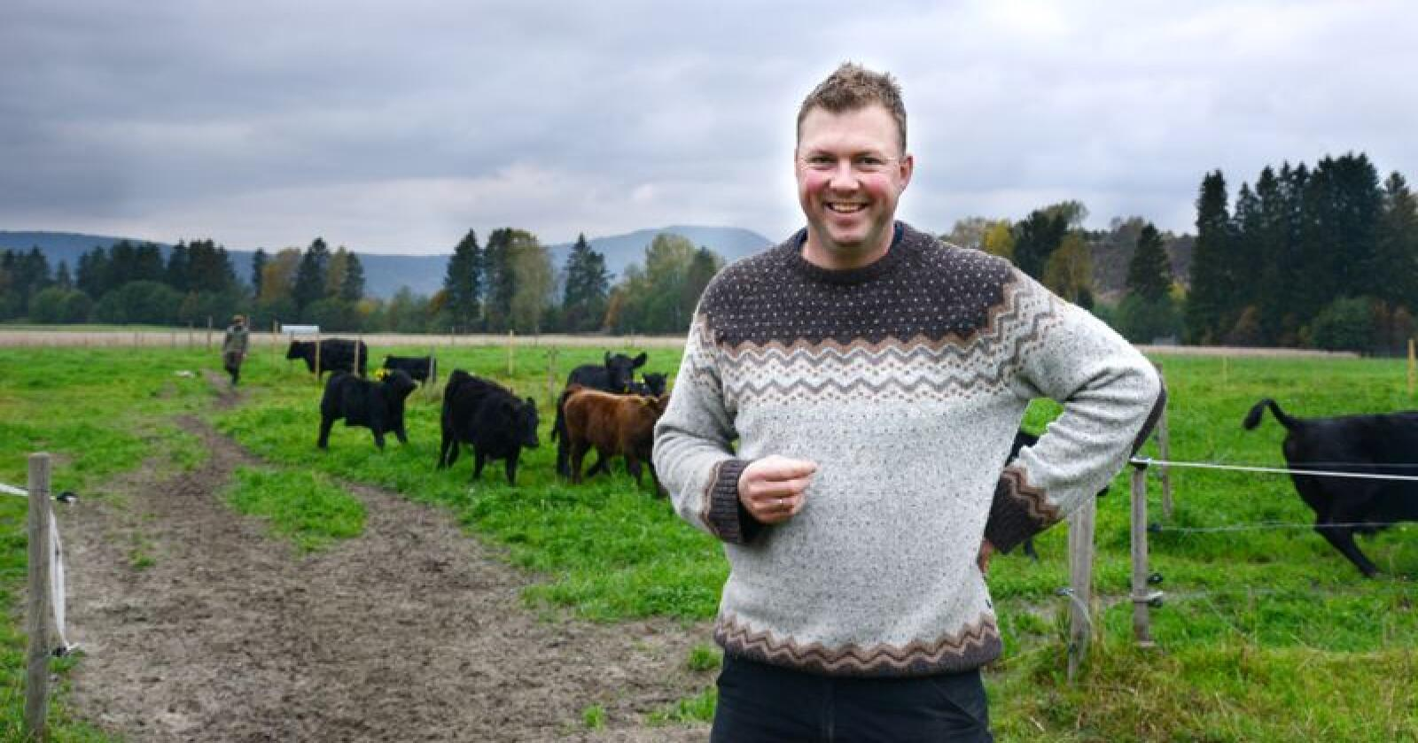 Økobonde Tore Jardar Skjønsholt Wirgenes i Larvik sel gårdens produkter direkte til forbrukaren. Foto: Siri Juell Rasmussen