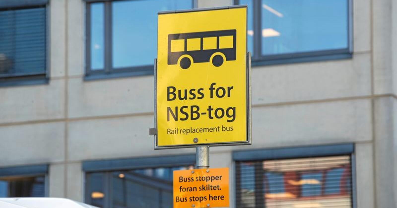 Buss for tog: Vanlig syn i Oslo-område på sommeren. Foto: Terje Bendiksby / NTB scanpix