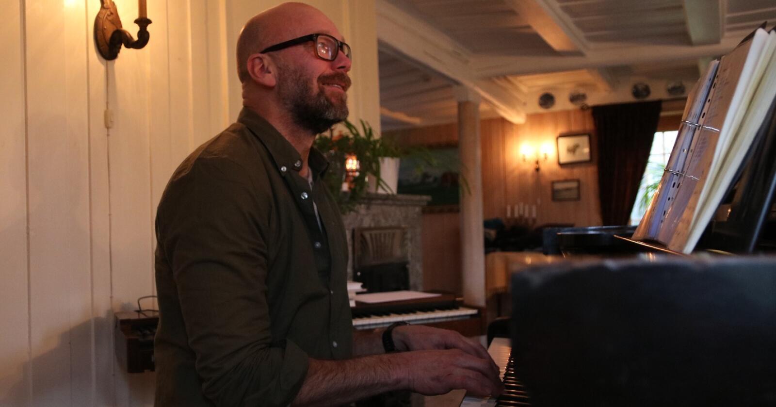 MUSIKK: Geir Gjønnes har tatt opp igjen musikken som mental terapi. Foto: Dag Idar Jøsang