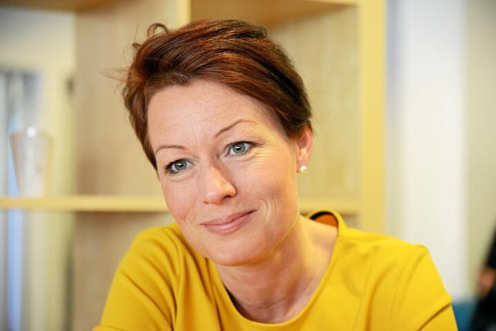– Jeg tror ikke på svart/hvitt-fremstillinger i politikken. Løsningen finnes i dialogen mellom alle interesser. Derfor liker jeg å få belyst alle sider av en sak samtidig. Løsningen ligger i nyansene, det er jeg overbevist om, sier Line Henriette Hjemdal (KrF). Foto: Siri Juell Rasmussen.