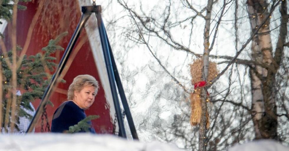Får kritikk: Erna Solberg (H), her på vei til et lunsjmøte med politikere fra Innlandet, en region hun ikke fant plass til i regjeringen. Foto: Heiko Junge / NTB Scanpix