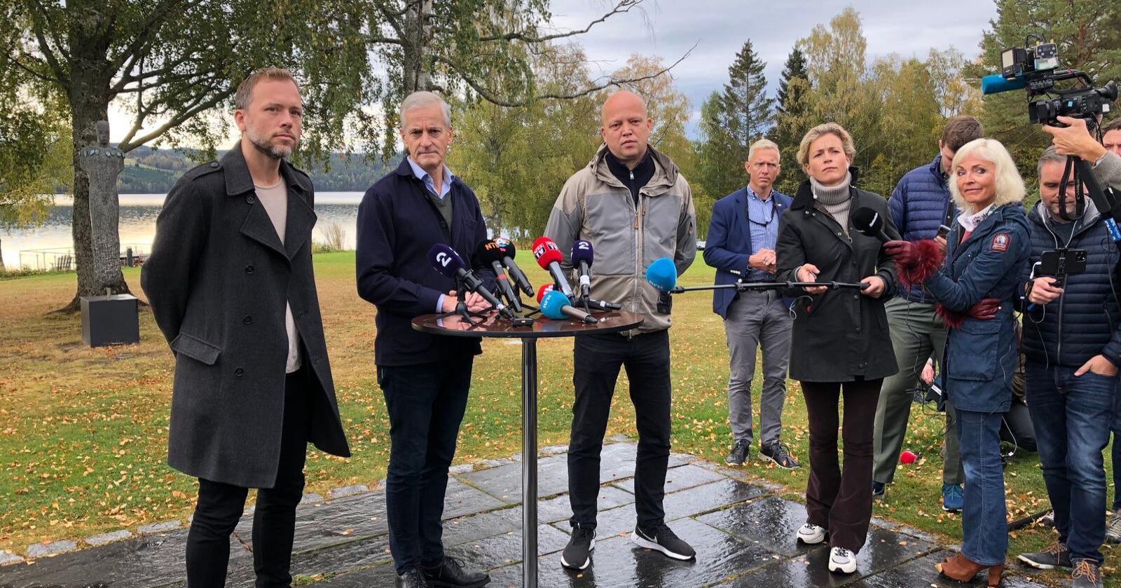 Audun Lysbakken, Jonas Gahr Støre og Trygve Slagsvold Vedum sitter nå ved sonderingsbordet. Blir alle tre med videre til forhandlingene? Foto: Anne Ekornholmen