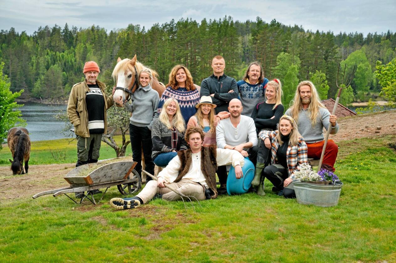 Her er de tolv deltakerne i neste sesong av Farmen kjendis. Foto: Espen Solli / TV2