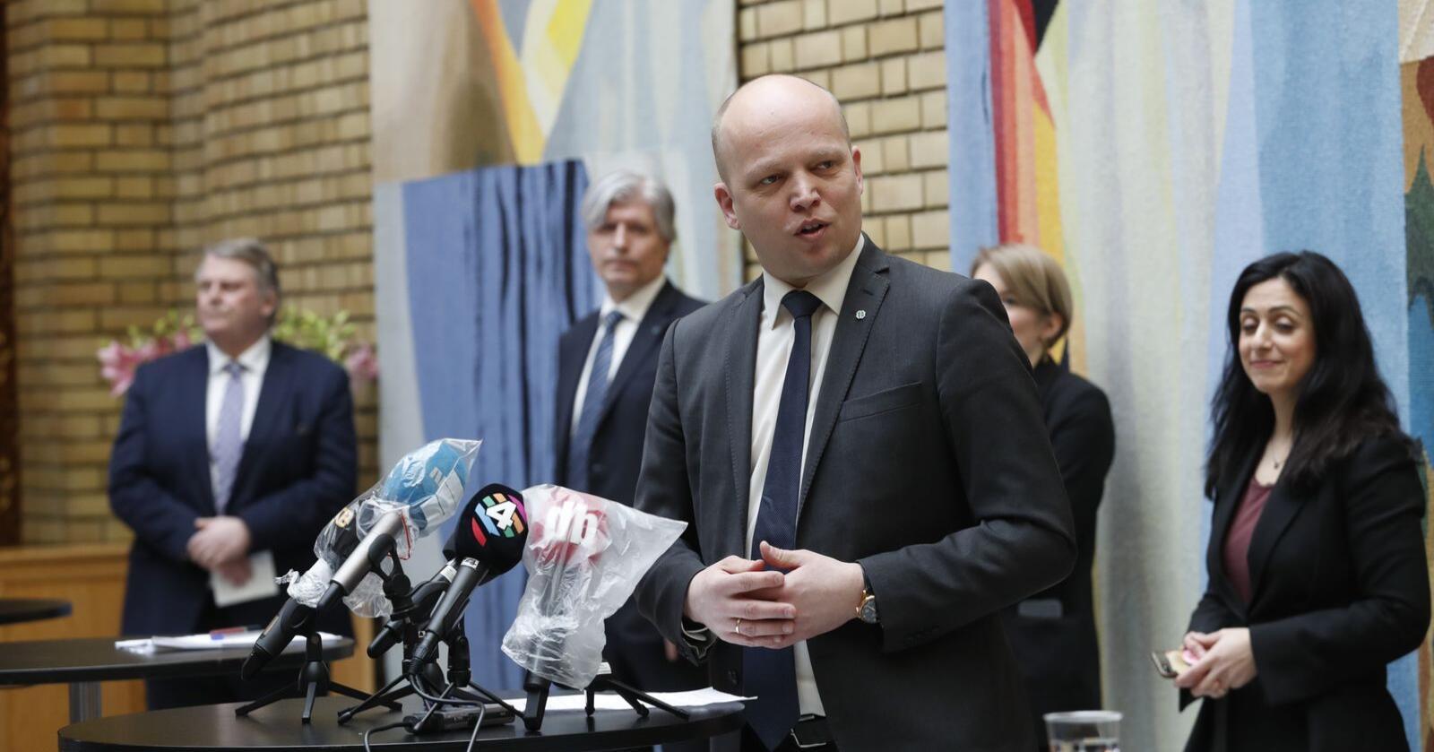 Senterpartiets leder Trygve Slagsvold Vedum varsler kamp for at momskuttet til utsatte bransjer og bedrifter skal få tilbakevirkende kraft. Foto: Terje Bendiksby / NTB scanpix