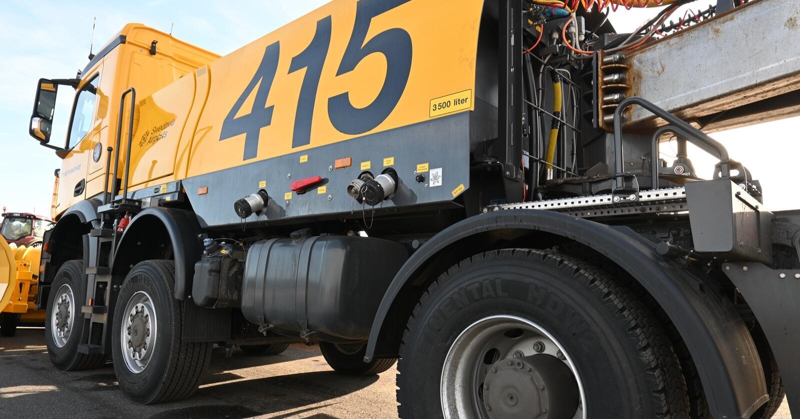 Selvkjørende: Øveraasen skal levere selvkjørende brøytebiler til Avinor. Maskina på bildet, skal leveres til det Svedavia Airports, som er den svenske versjonen av Avinor