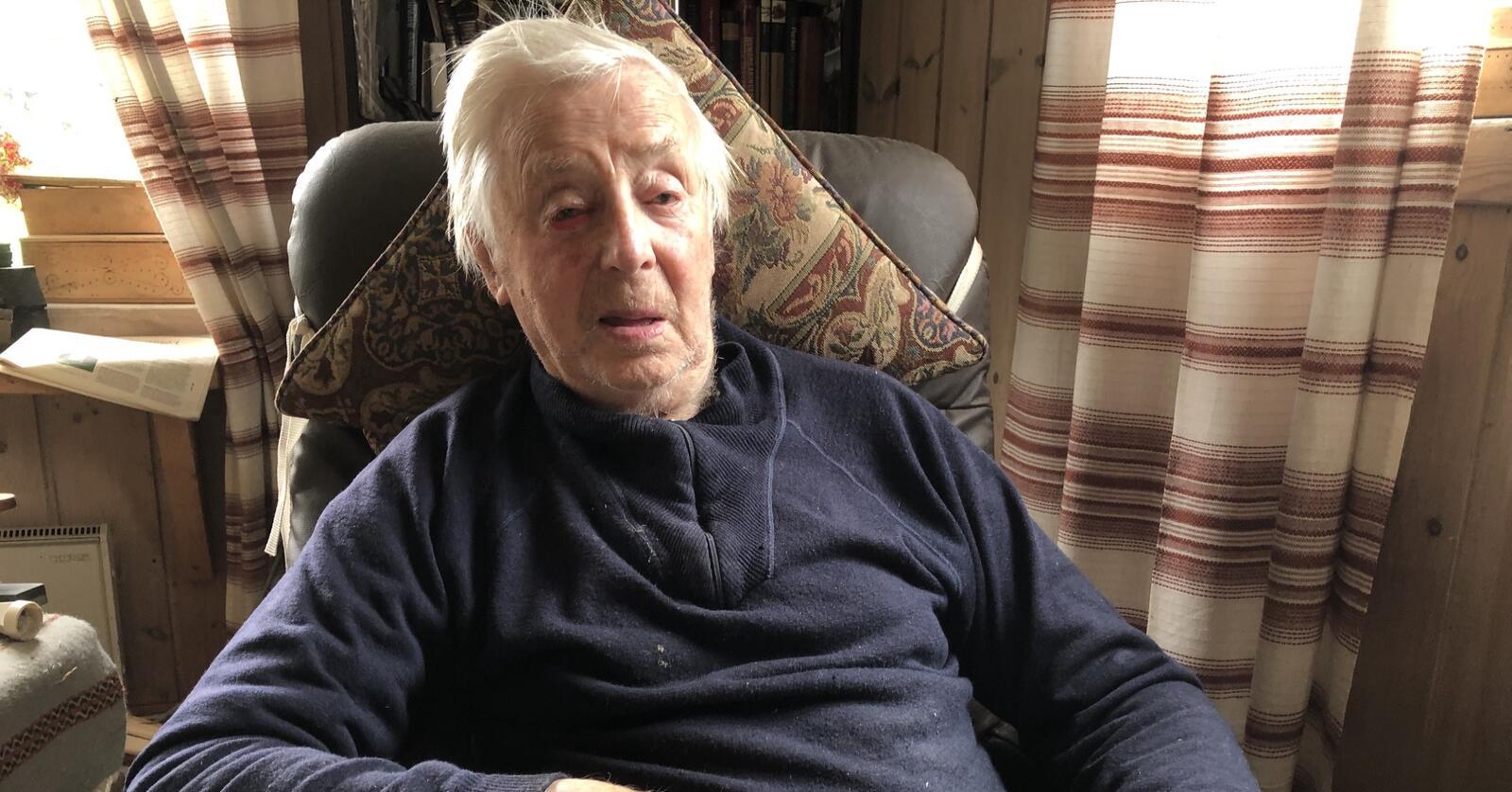 Vidar Eide (107) er Norges eldste mann. Bondeveteranen kjem med ei oppfordring til Hurdalsjøen og sonderingane mellom Ap, Sp og SV.
