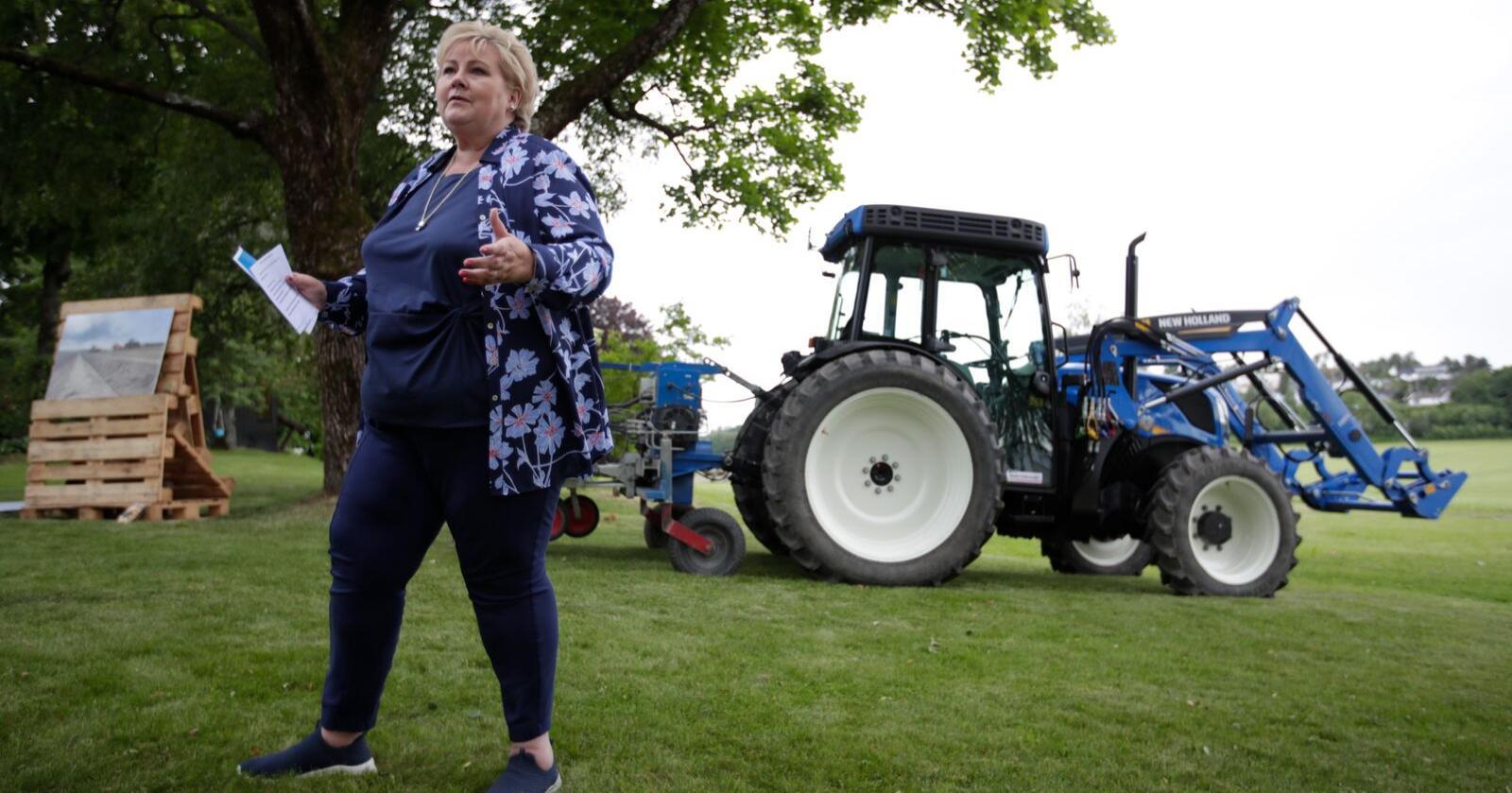 Statsminister Erna Solberg (H) på Smidsrød gard under valkampturneen før stortingsvalet 2021. Foto: Hanna Johre / NTB