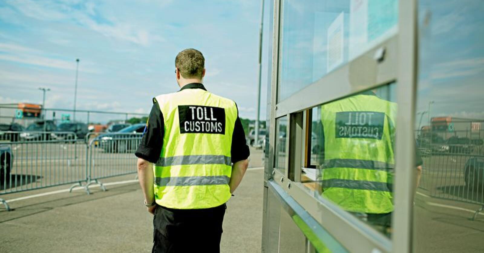 Tollvesenet kontrollerer biler som kommer av Kiel-fergen på Hjortneskaia i Oslo. Illustrasjonsfoto: Stian Lysberg Solum / NTB scanpix