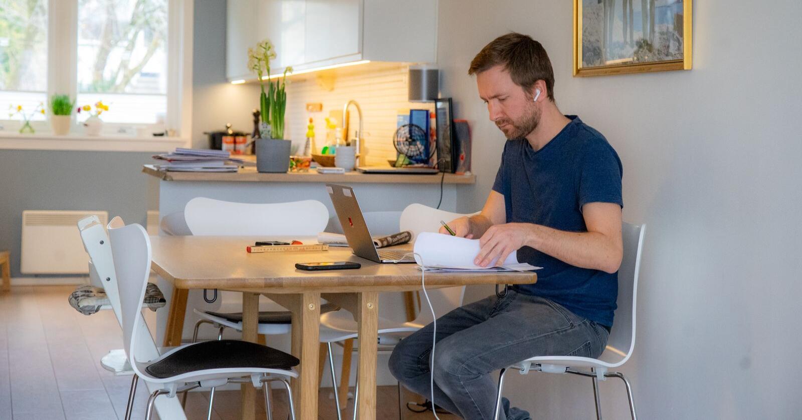 Hjemmekontor:  Det bør ikke være utenkelig at man fremover vil kunne søke på statlige arbeidsplasser uavhengig av hvor man bor, skriver innsenderen. Foto: Thomas Brun / NTB