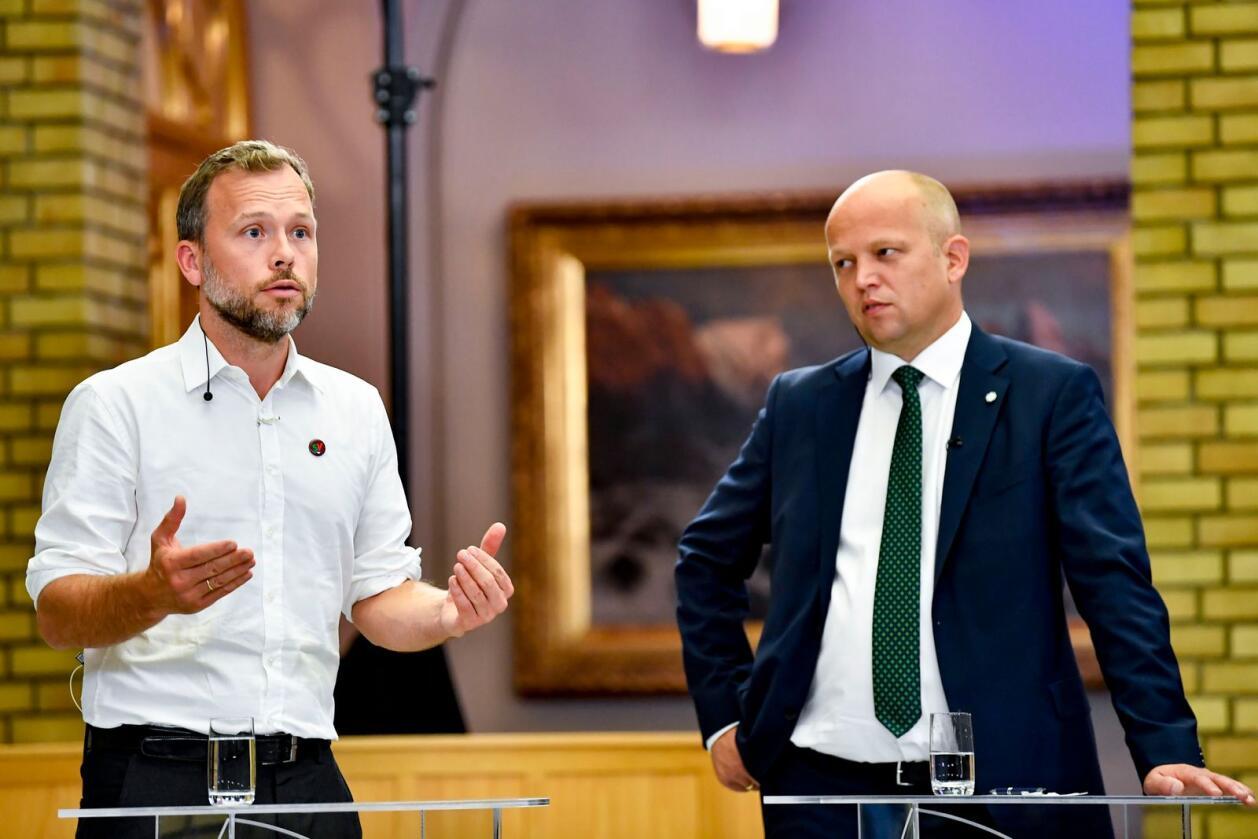 SV-leder Audun Lysbakken t.v. og Sp-leder Trygve Slagsvold Vedum under partilederdebatt i Stortingets vandrehall. Foto: Naina Helén Jåma / NTB
