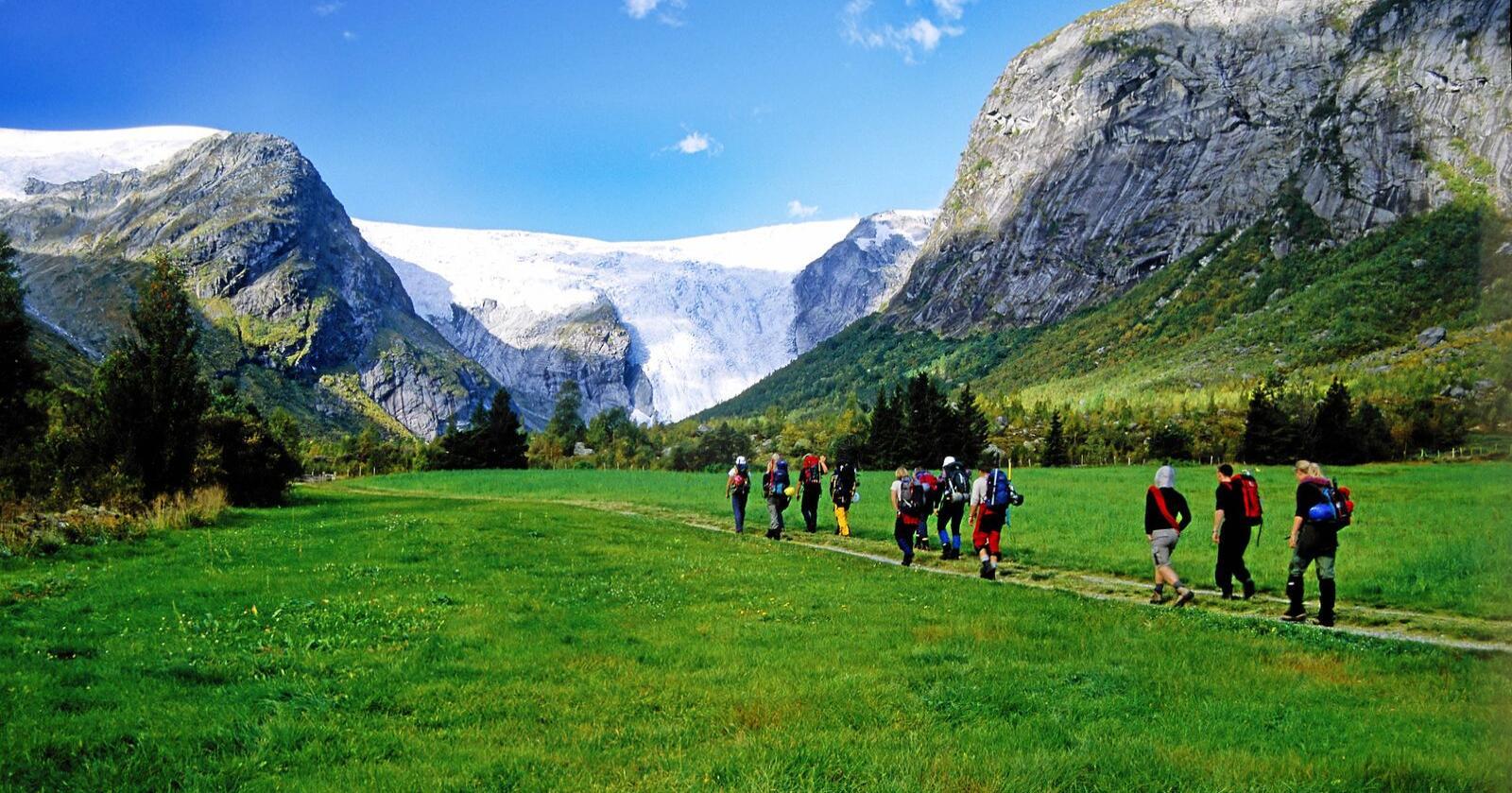 Kontakt med natur og kultur kan bidra til glede, og gi følelsen av noe nytt og inspirerende, ifølge forsker Monica Breiby.Illustrasjonsfoto: Anders Gjengedal / Visitnorway.com