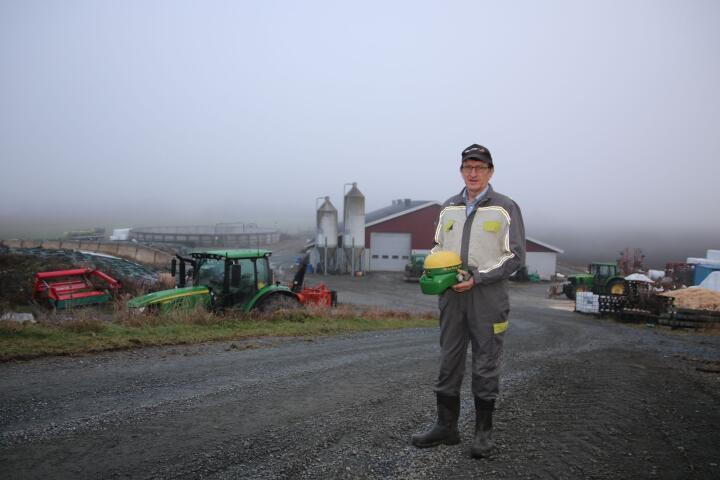 TYVERI: To ganger har Leif Ove Sørby opplevd tyveri av GPS-utstyr fra traktorer som har stått på tunet. Foto: Knut Houge
