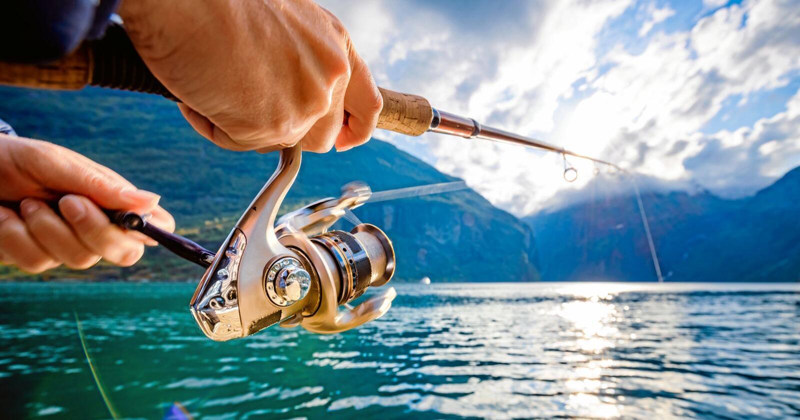Fiske: Nærings- og fiskeridepartementet har sendt ut forslag til nytt regelverk for turistfiske i Norge. Foto: Andrey Armyagov / Mostphotos