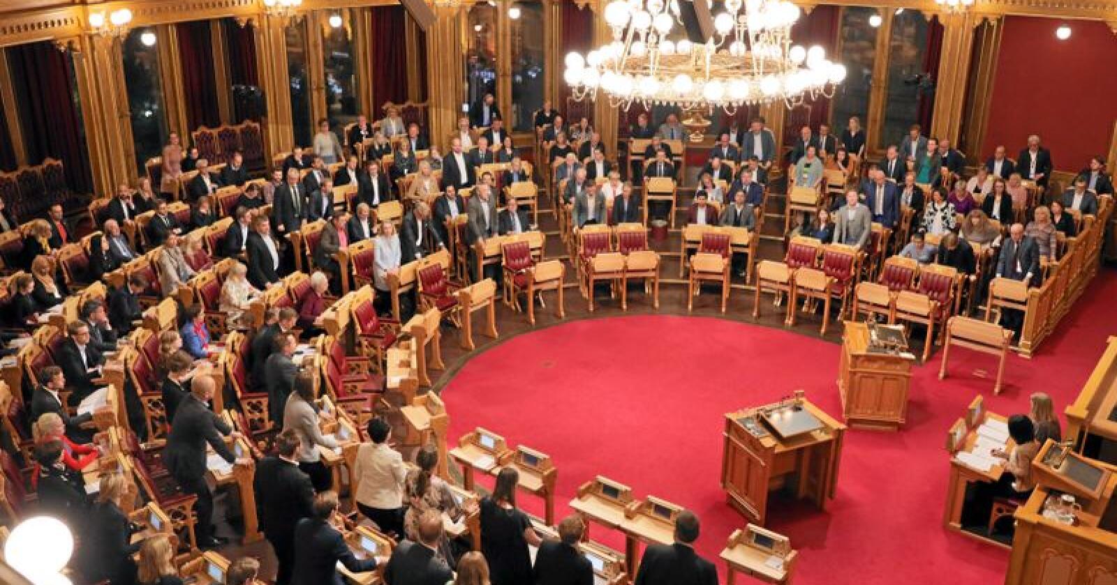 En fullsatt stortingssal fattet natt til fredag to kontroversielle vedtak som et direkte utslag av politisk maktbegjær. Foto: Ørn E. Borgen / NTB scanpix