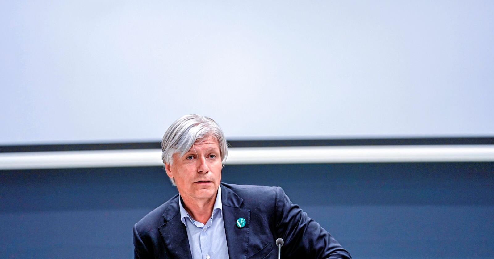 Kan få låne bøker: Klima- og miljøminister Ola Elvestuen. Foto: Stian Lysberg Solum / NTB scanpix