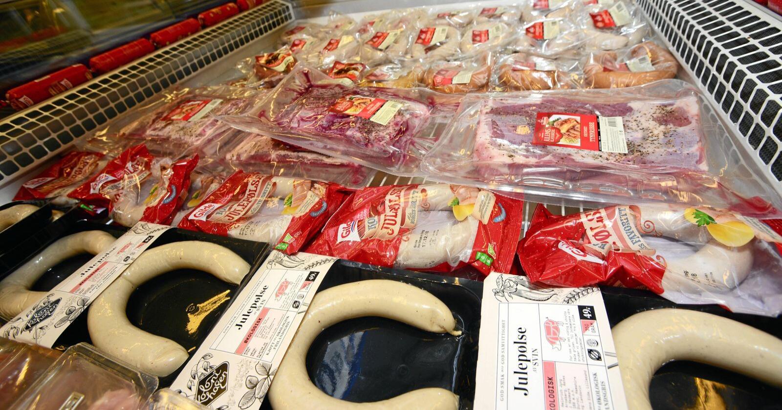 Koteletta, pøls og steik: Tungt og ikkje naudsynt å venje folk av med. Landbruket kuttar klimautslepp likevel, skriv kronikøren. Foto: Siri Juell Rasmussen