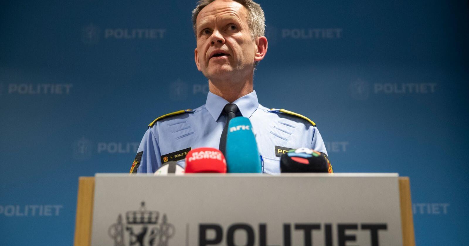 Assisterende politidirektør Håkon Skulstad sier politiet må sikre sin operative evne og bidra til å hindre smittespredning ved å stenge alle publikumstjenester i to uker fra og med fredag. Arkivfoto: Berit Roald / NTB scanpix