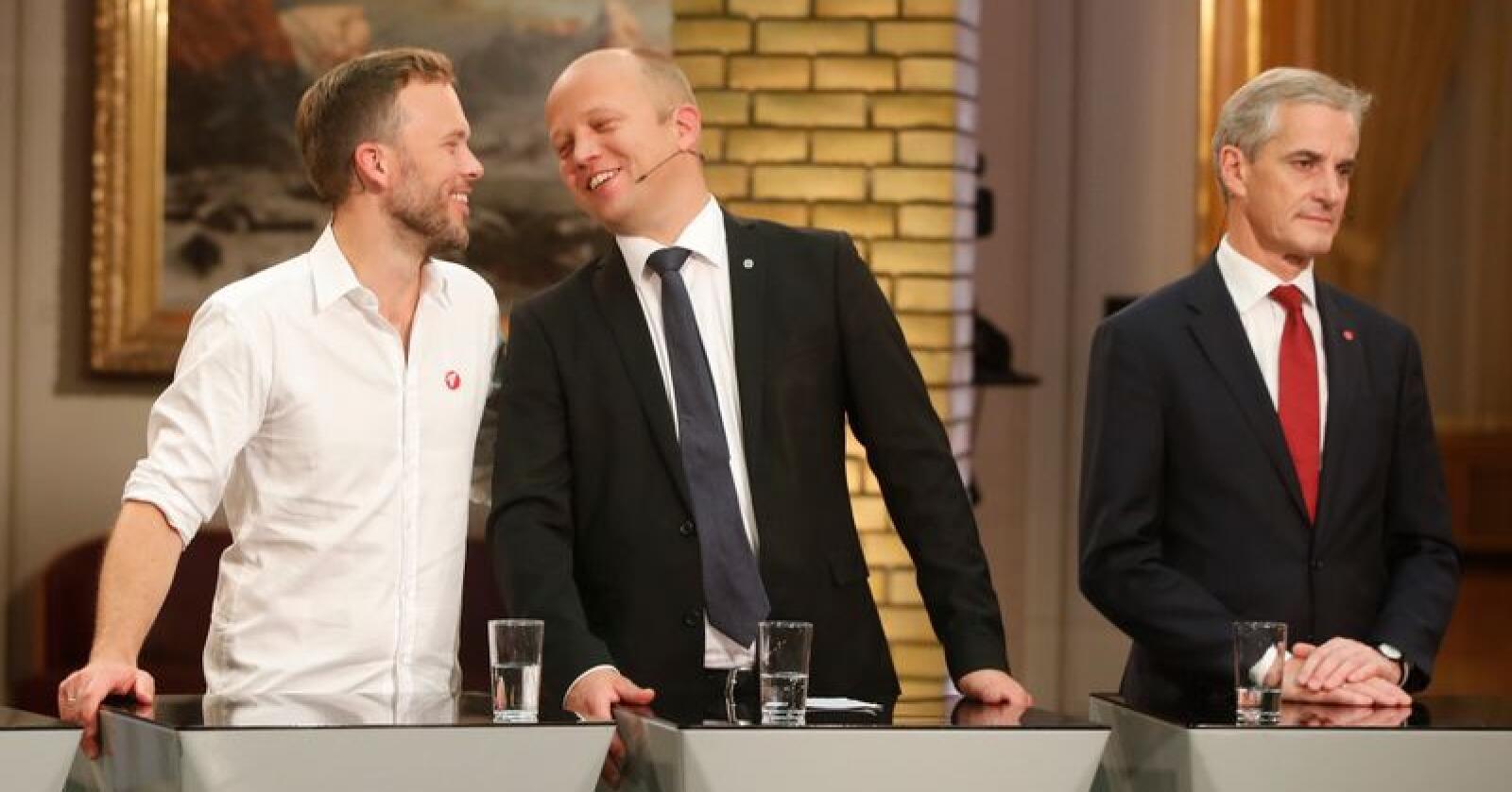 Fra v: Audun Lysbakken (SV), Trygve Slagsvold Vedum (Sp) og Jonas Gahr Støre (Ap) under debatten med partiledere i vandrehallen på Stortinget etter at valgresultatet av Stortingsvalget 2017 er ferdig.Foto: Lise Åserud / NTB scanpix