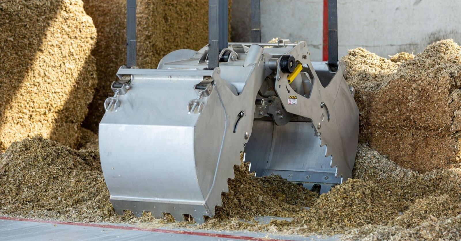SØL: Den nye fôrgrabben til Lely er utformet slik at den søler mindre. Foto: Ernie Buts