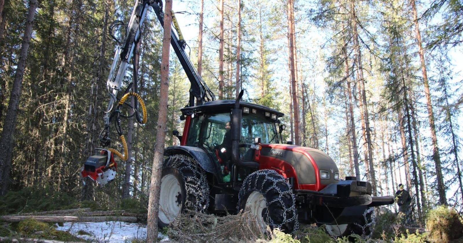 Valtra: Denne Valtraen er rigget for profesjonell traktordrift.