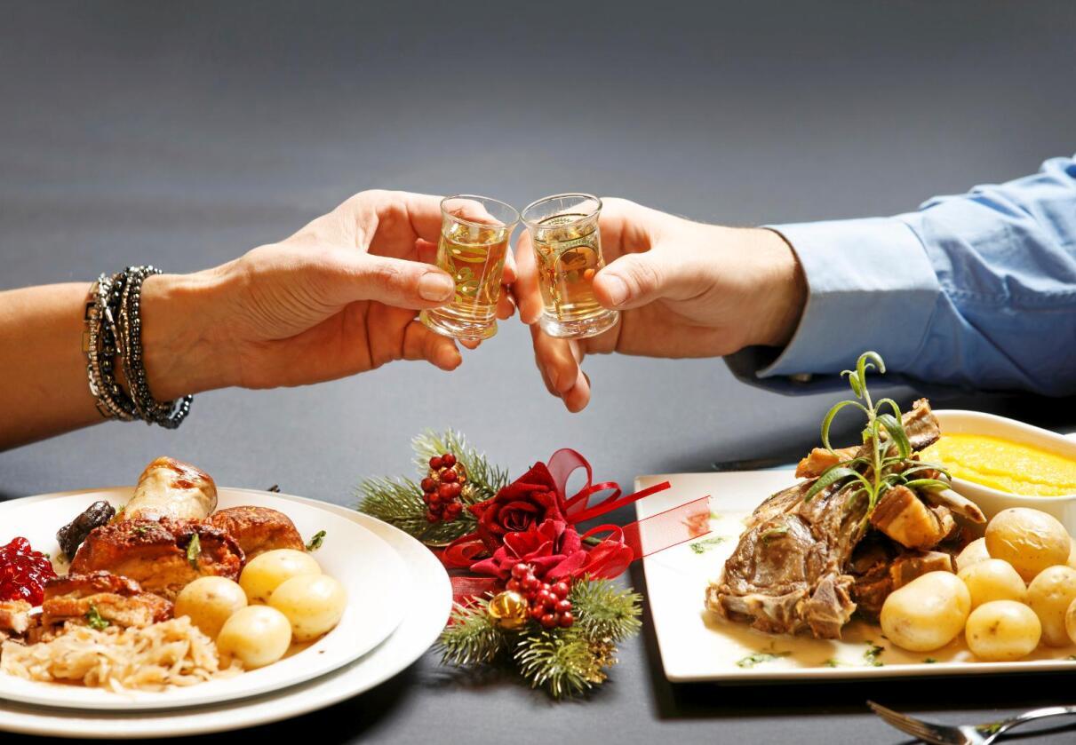 Endeleg julero: No i romjula kan me endeleg senke skuldra og slappe av med god mat, etter veker med julestress og julemat. Foto: Gorm Kallestad/NTB Scanpix