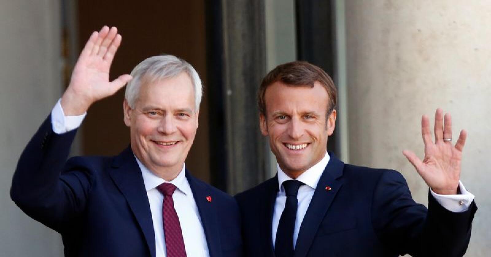 Antti Rinne (t.v.) møtte onsdag Emmanuel Macron i Paris. Etter møtet sa den finske statsministeren at britene må komme opp med en alternativ brexitplan innen utgangen av september. Foto: Thibault Camus / AP / NTB scanpix