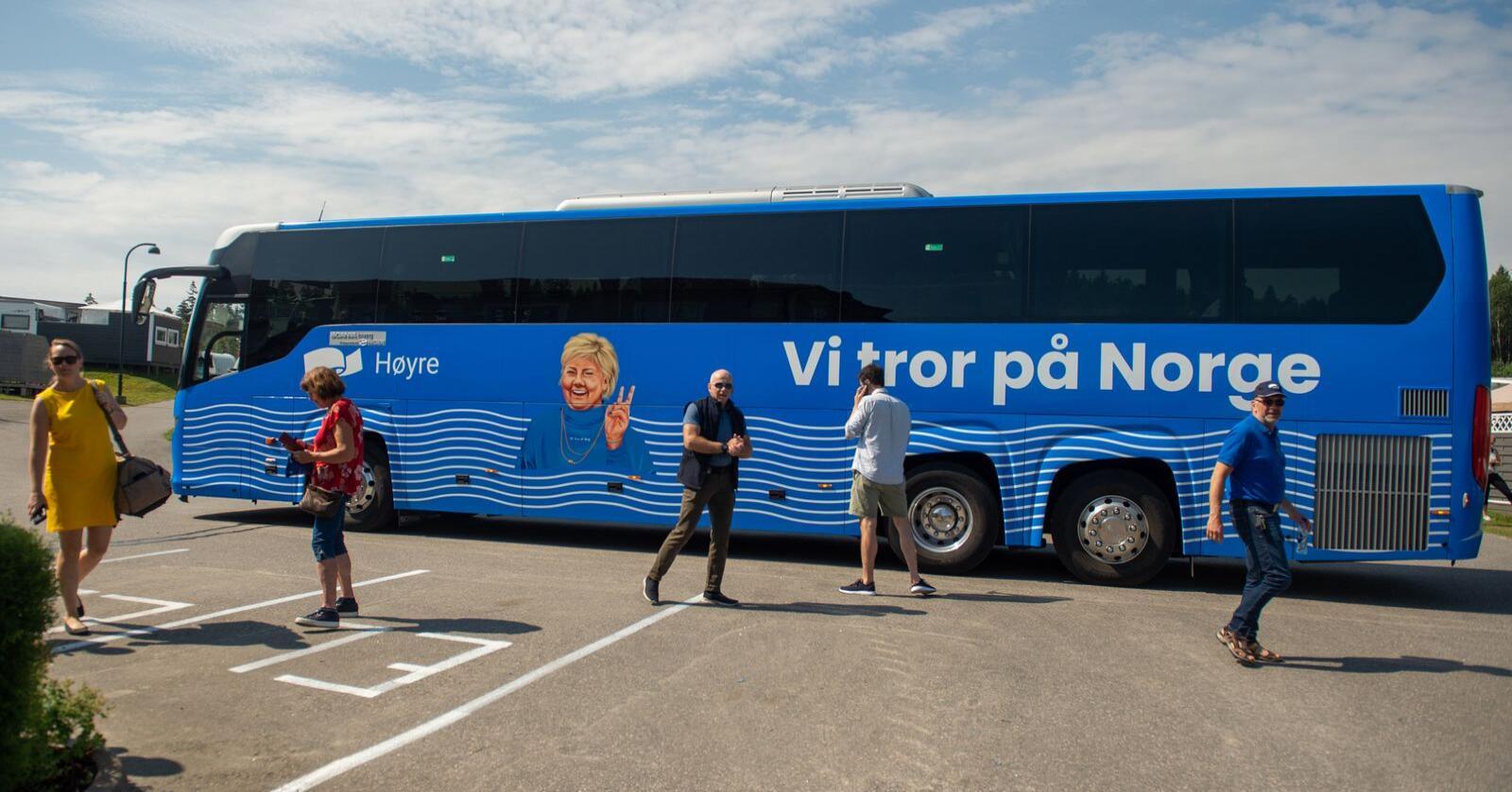 Høyres stortingskandidater over hele landet bør bli spurt om de deler Oslo Høyres synspunkter på «de utenfor Oslo», skriver Odd E. Rambøl. Her er Høyres kampanjebuss. Foto: Annika Byrde / NTB