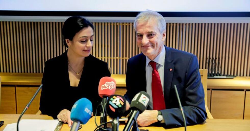 Mandag la Hadia Tajik og Jonas Gahr Støre  fram Aps alternative 2020-budsjett, med forslag om tak for momsfritak for elbiler.  Foto: Vidar Ruud / NTB scanpix