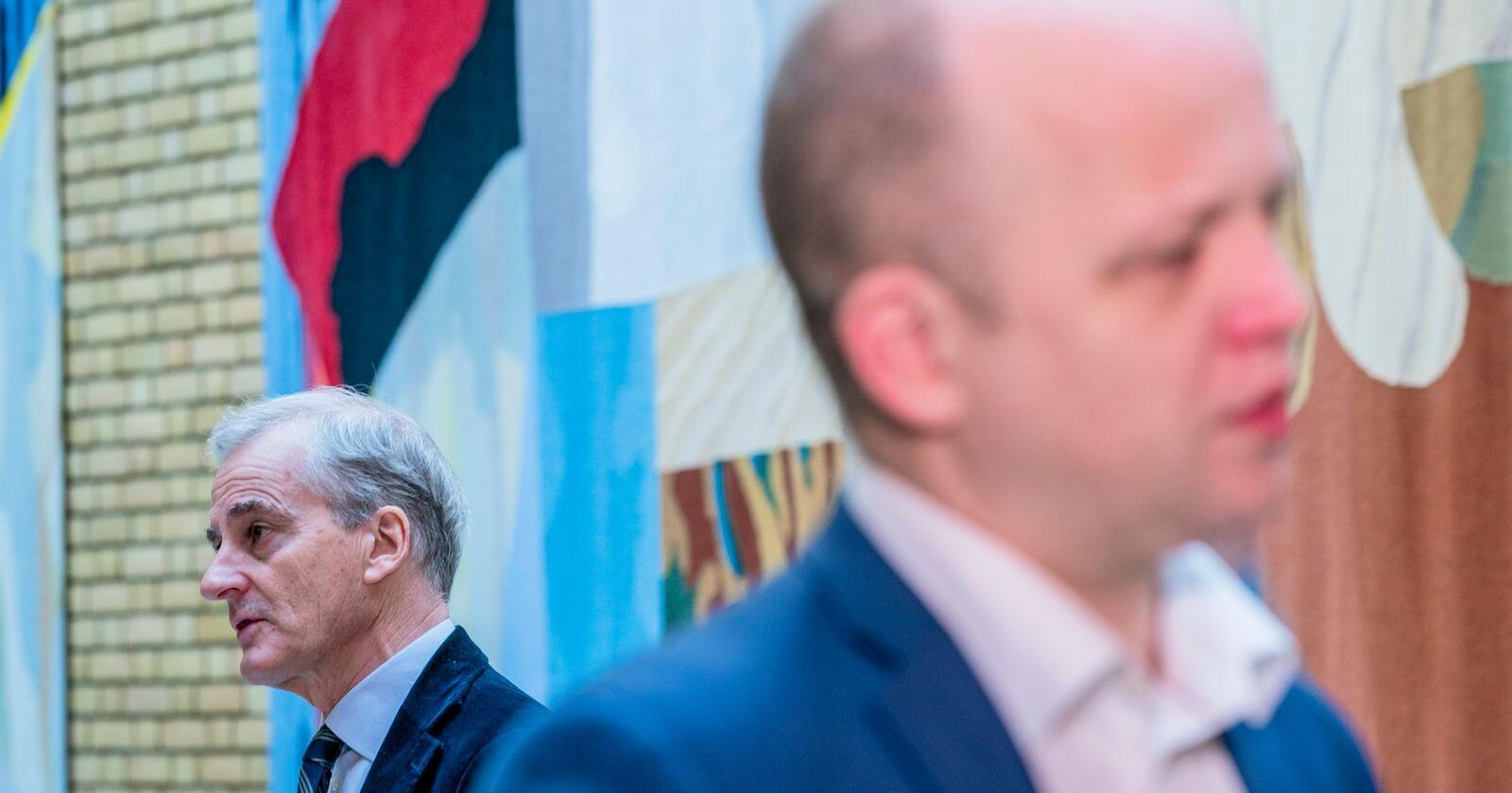 Ap-nestleder Bjørnar Skjæran mener Senterpartiet snart bør begynne å lytte til egne velgere om EØS. Her er Ap-leder Jonas Gahr Støre (Ap) og Sp-leder Trygve Slagsvold Vedum (Sp) på Stortinget. Foto: Stian Lysberg Solum / NTB
