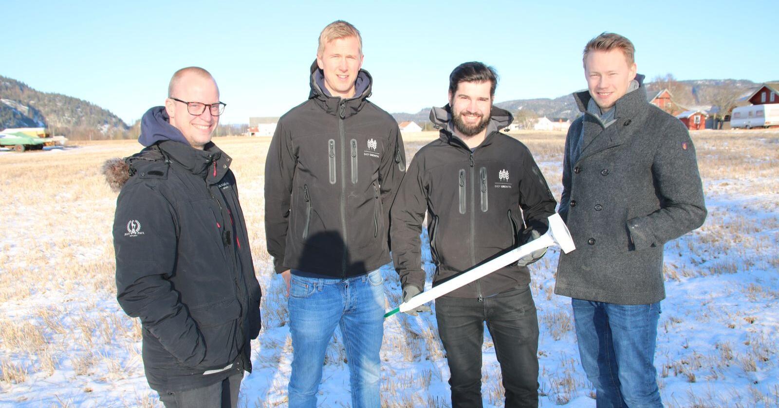 Klar til bruk: Stian Lysnes (fra venstre), Hans Petter Bye Stien, Thor Martin Liverød og Richard Myhre Nordkvelde har store planer for fukt- og temperaturmåleren de har utviklet.