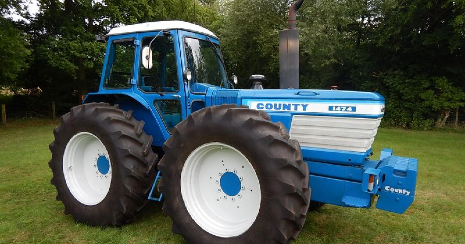 Kostbar veteran: Denne Ford County 1474 Long Nose-en fra 1981 ble solgt for over 1 million kroner på auksjon. Foto: Cheffins