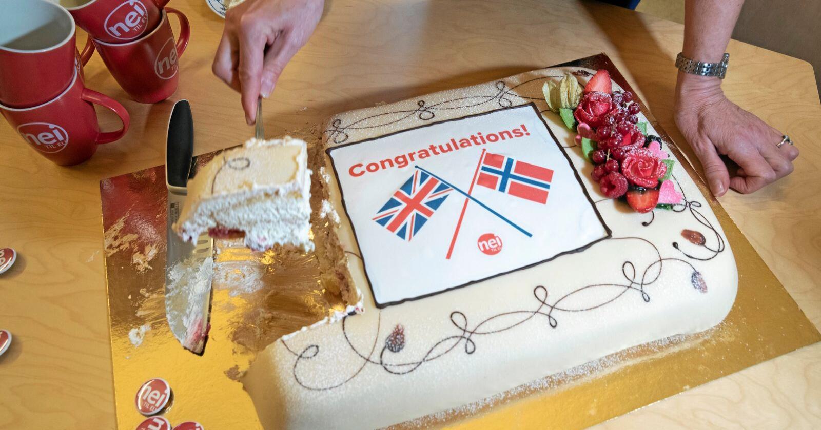 Feiret Brexit: Nei til EU markerte brexit med kake. Foto: Berit Roald/NTB scanpix