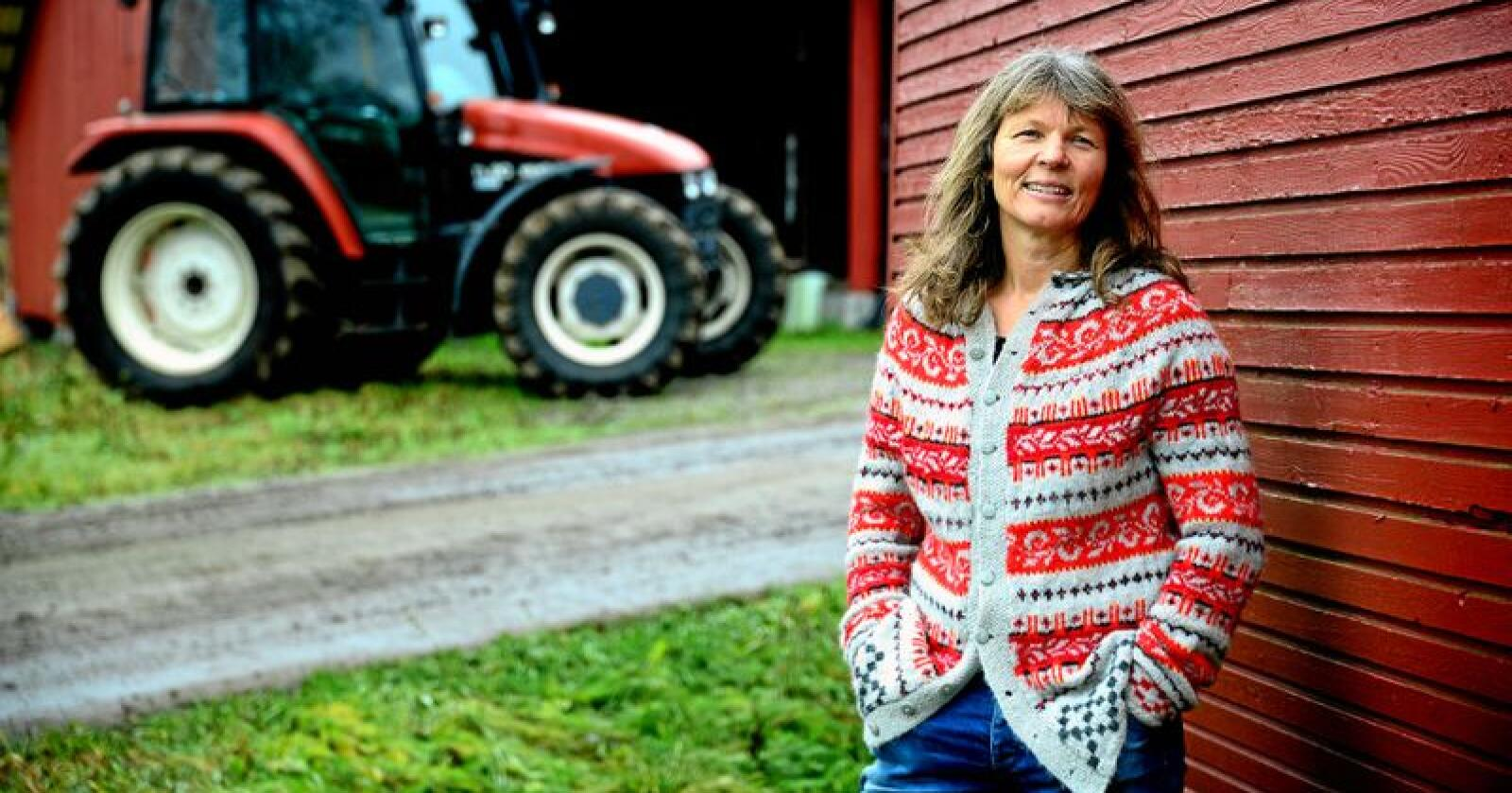 Kjersti Hoff, leder i Norsk Bonde- og Småbrukarlag, sier vi må tenke nytt for å redde insektene. Foto: Siri Juell Rasmussen
