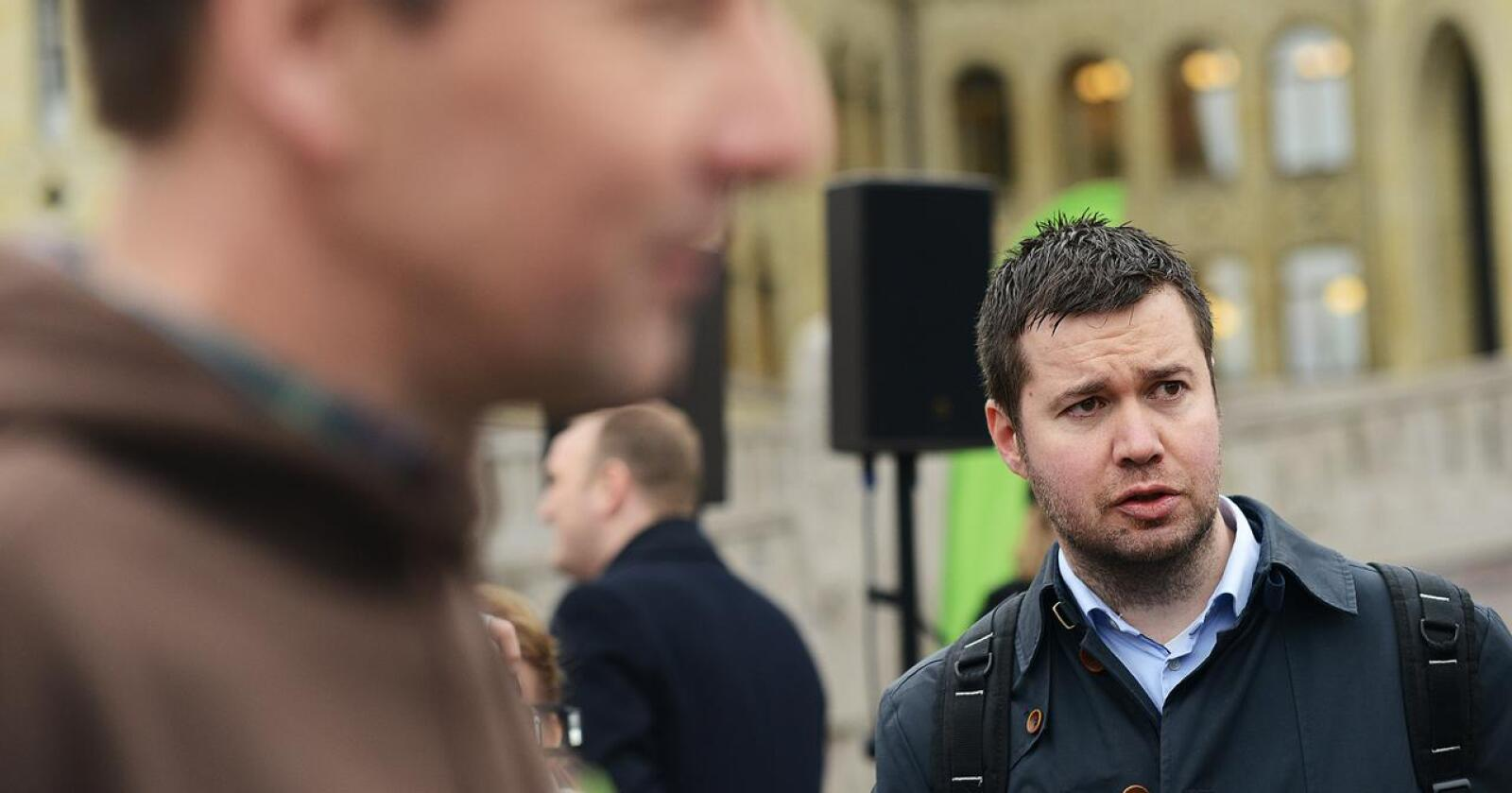 Geir Pollestad er bekymret over utviklingen i norsk landbruk. I forgrunnen, leder i Norges Bondelag, Lars Petter Bartnes. Foto: Siri Juell Rasmussen