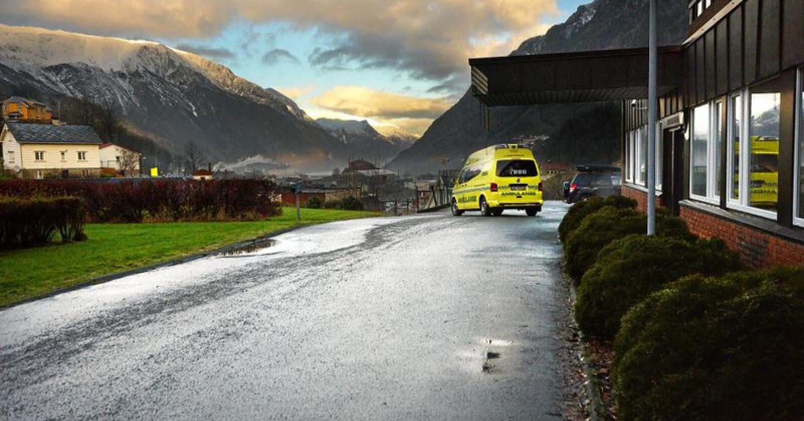 Presset økonomi i helseforetakene gjør veien kort til at områder med lav befolkningstetthet og få akutte utrykninger blir nedprioritert. Foto: Siri Juell Rasmussen