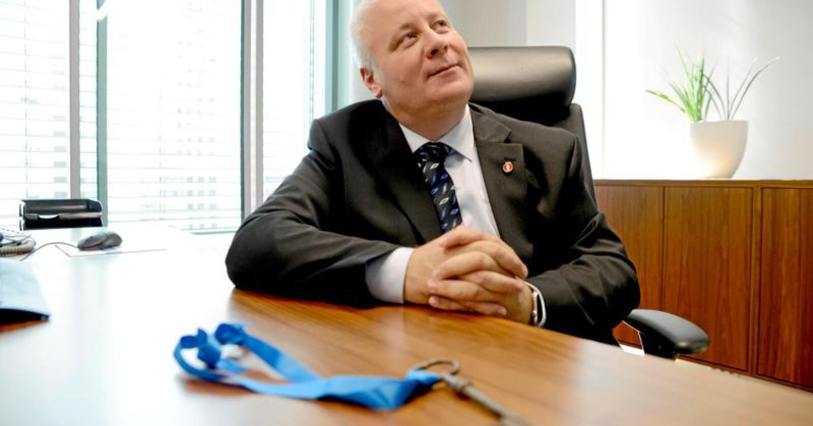 Landbruksminister Bård Hoksrud kan få en nøkkelrolle i arbeidet med å opprettholde balansen i norsk jordbruk. Foto: Mariann Tvete
