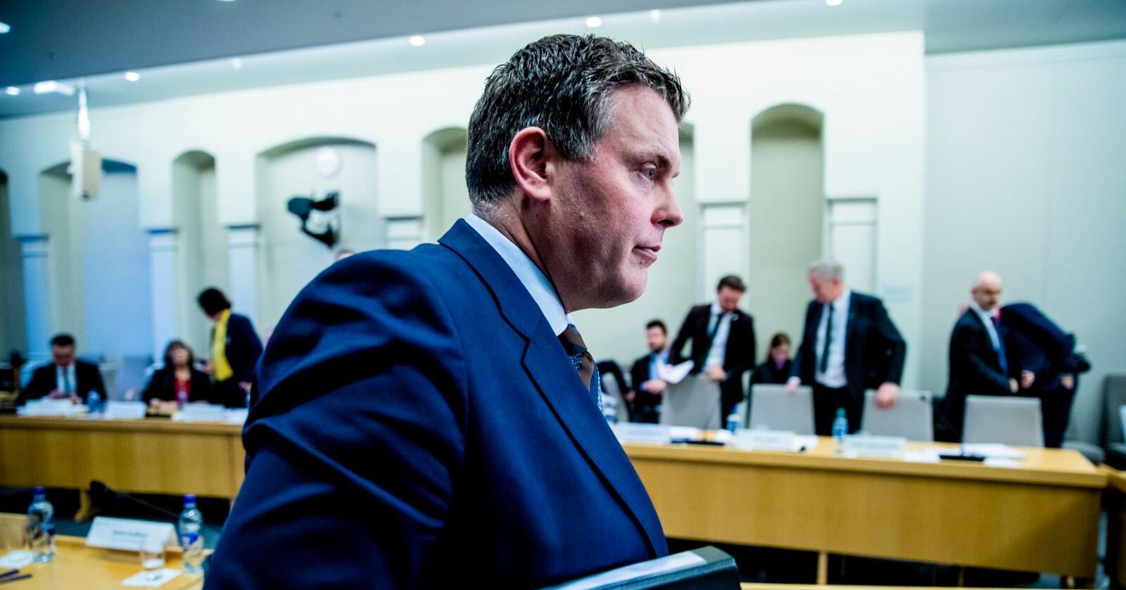 Bare dager etter at justis- og innvandringsminister Jøran Kallmyr (Frp) deltok i høringen om trygdeskandalen (bildet) må han igjen møte kontroll- og konstitusjonskomiteen på Stortinget. Tirsdag må han svare på hvorfor domstolene ikke klarer å behandle straffesaker raskt nok. Foto: Stian Lysberg Solum / NTB scanpix