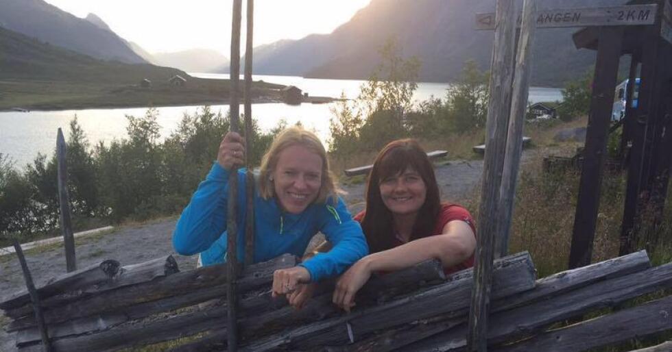 Vern: På bildet sees Vågå-ordfører Iselin Vistekleiven (Ap, t.h.) sammen med partikollega og stortingsrepresentant Anniken Huitfeldt i Gjende, som kan komme inn under supplerende vern. (Foto. Vågå kommune)