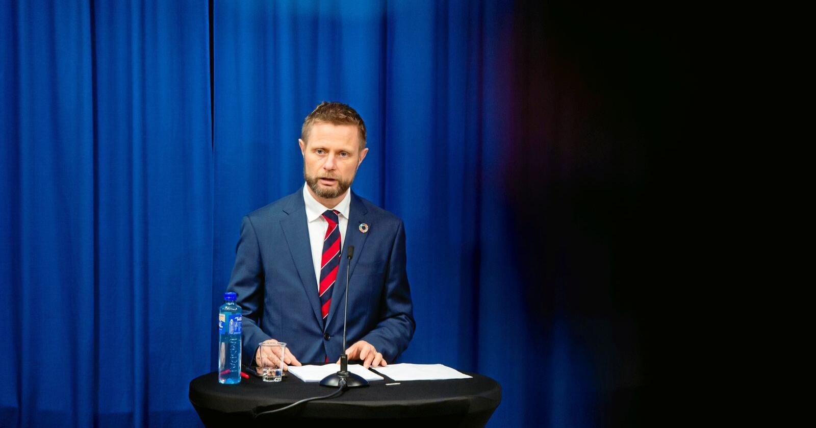 – Jeg vet at mange håper de strengeste tiltakene blir opphevet, sier Høie. Foto: Fredrik Varfjell / NTB scanpix