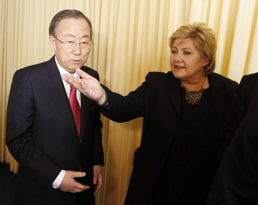 Statsminister Erna Solberg er på plass på Verdens økonomiske forum i Davos og benyttet anledningen til å diskutere tusenårsmålene med FNs generalsekretær Ban Ki-moon torsdag. Foto: Lise Åserud / NTB scanpix