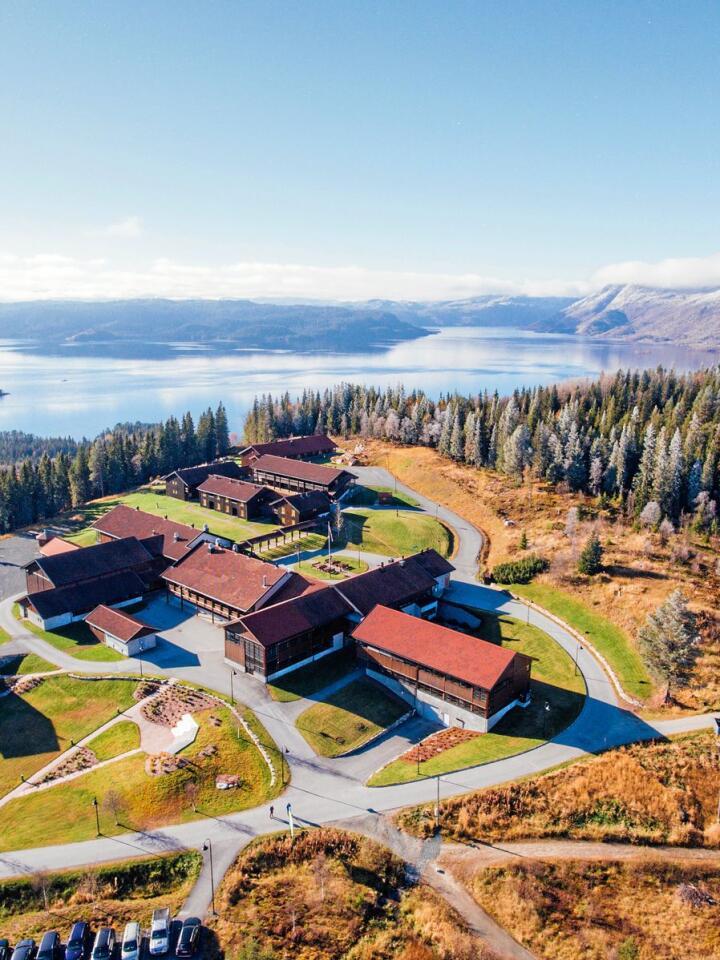 Rehabiliteringssenteret AiR ligg i naturskjøne omgivnader på toppen av Rauland. Foto: AiR