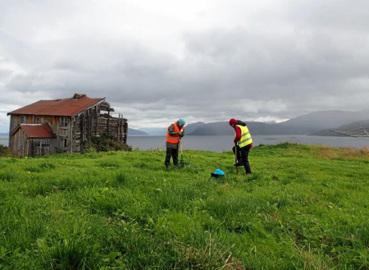 Kartlegging av kystnære kulturminner i Nord-Norge. Foto: NIKU/Vibeke Vandrup Martens