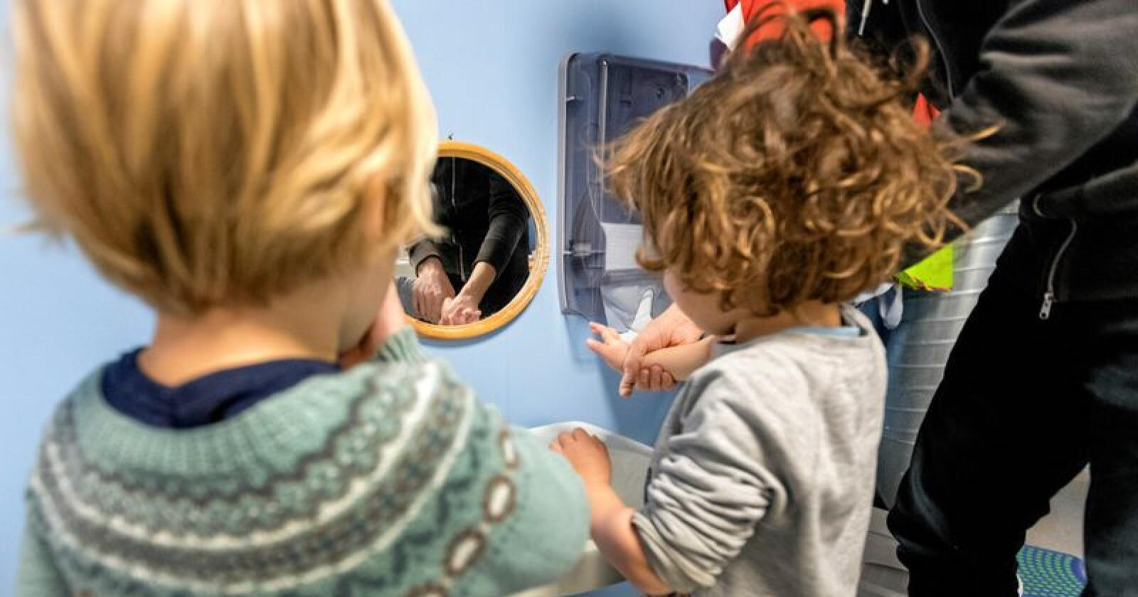 Barnehage: En korrigert oppholdstime i en kommunal barnehage koster kommunen cirka fem kroner mer enn en korrigert oppholdstime i en privat barnehage. Foto: Gorm Kallestad / NTB scanpix