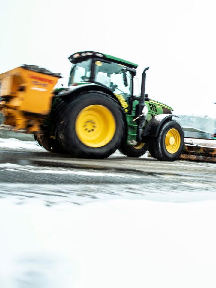 Salt gir økende problemer med rust, også for traktoreiere. Foto: Stian Lysberg Solum / NTB