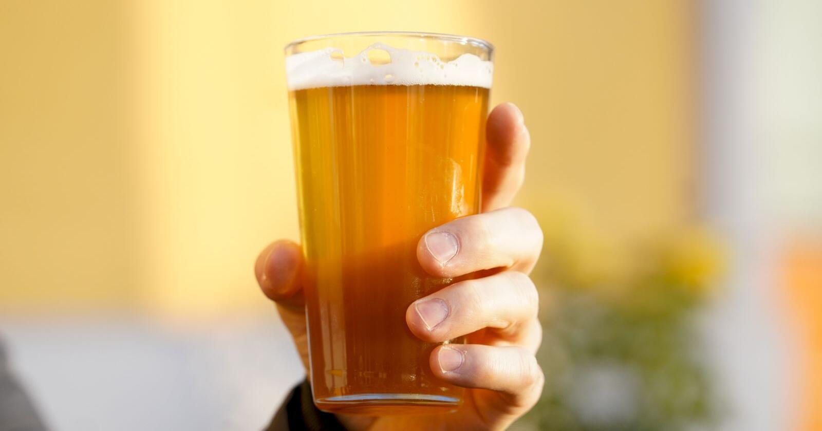 Aukande merksemd rundt kropp og helse, som gjer at fleire enn tidlegare er meir bevisste på alkoholinntaket, er grunnen til rekordsalet, trur Henrik Lund, som er marknadssjef for øl utan alkohol i Ringnes. Illustrasjonsfoto: Fredrik Hagen / NTB scanpix/ NPK