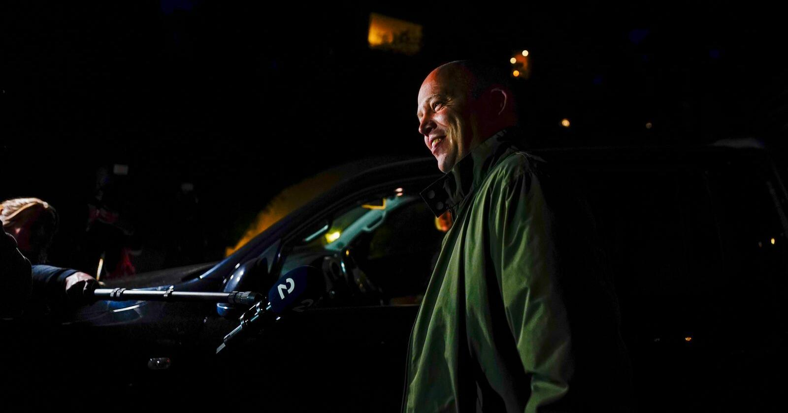 Sp-leder Trygve Slagsvold Vedum snakker med pressen etter møtet med Ap-leder Jonas Gahr Støre onsdag kveld. Foto: Håkon Mosvold Larsen / NTB