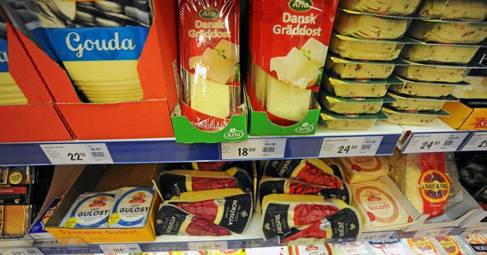 Den eskalerande importauken av ost legg ikkje spesielt godt til rette for avsetjing av mjølk frå norske mjølkeprodusentar, skriv Torbjørn Tufte.  Foto: Siri Juell Rasmussen