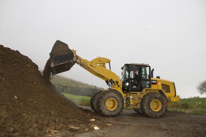 Landbruksversjon: Cat 926M er produsert i USA og kan leveres i AG versjon som er tilpasset landbruksoppgaver med traktordekk fra Michelin og ekstra lengde på lasteren.