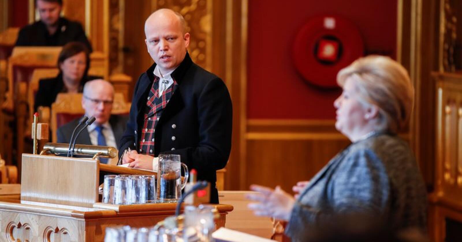 Sp leder Trygve Slagsvold Vedum med bunad  under Stortingets muntlige spørretime. Foto: Vidar Ruud / NTB scanpix